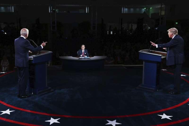 2020美國總統大選首場辯論,共和黨候選人川普(右)對戰民主黨候選人拜登(左)。(AP)