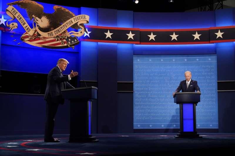 2020美國總統大選首場辯論,共和黨候選人川普(左)對戰民主黨候選人拜登。(AP)