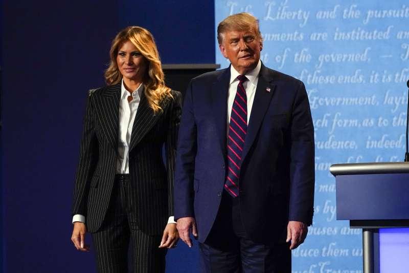 2020年10月2日,美國總統川普宣布他與第一夫人梅蘭妮亞確診新冠肺炎(AP)