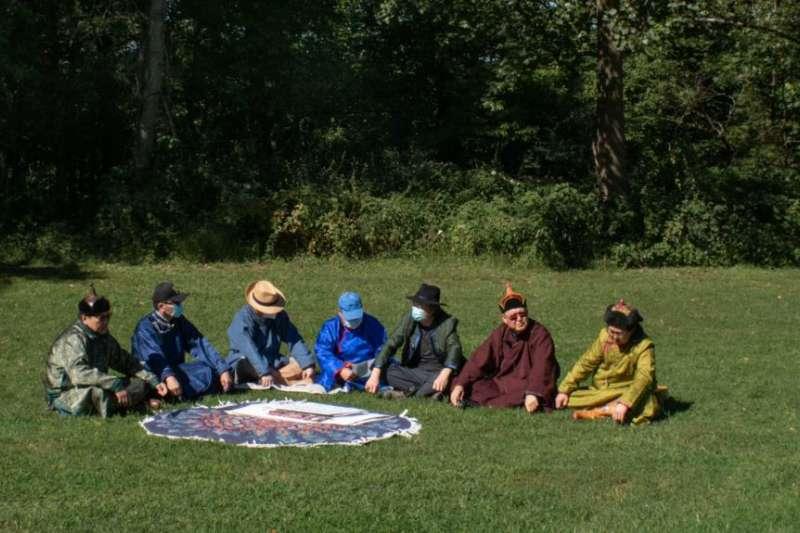一群生活在美國首都華盛頓郊區馬里蘭州的蒙古族人正在為他們千里之外的家鄉人民發聲,希望他們引以為豪的語言和文化能夠逃脫中國當局侵略性民族政策的侵蝕。(美國之音)