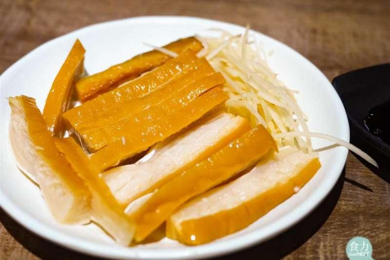 不少台灣人愛吃的沙魚煙(又稱作鯊魚煙),其實是來自於瀕危的鯊魚!(圖/食力foodNext提供)