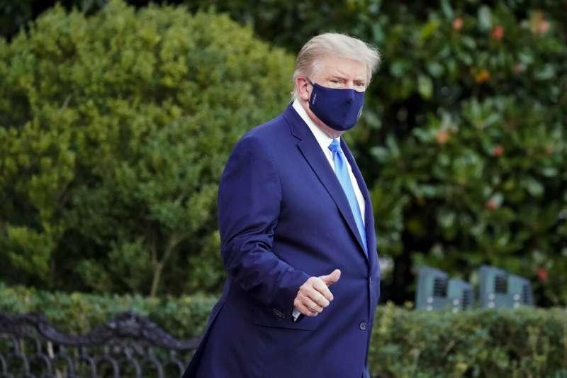 美國總統選舉有所謂的「十月驚奇」,這次的十月驚奇在10月2日登場──普染確診新冠肺炎。 (美聯社)