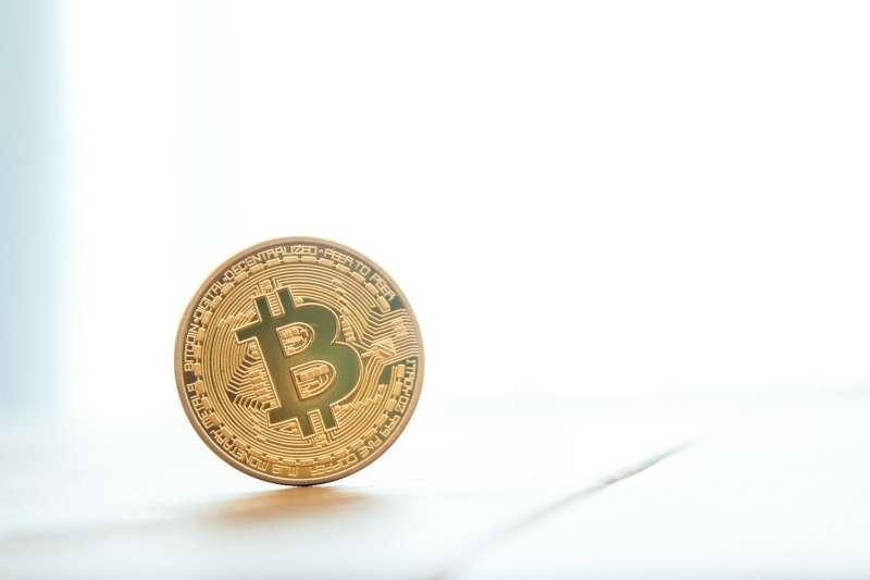 大量用戶將加密幣移出交易所,筆者則認為是比特幣成為數位黃金的轉淚點。(圖/pakutaso)