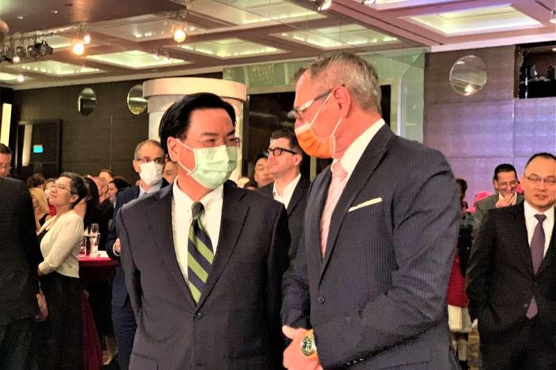 德國在台協會處長王子陶與我國外交部長吳釗燮(簡恒宇攝)