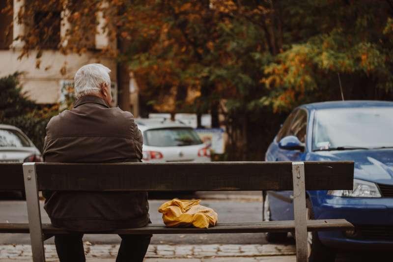 身體若出現這「10大警訊」,很可能不是正常老化所致,而是失智症的前兆。(圖/取自Unsplash)