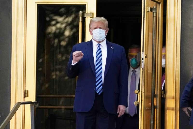 筆者認為美國總統川普(見圖)感染武漢肺炎(新冠肺炎)的消息是假的,甚至將其比喻為2004年前總統陳水扁的槍擊案,表示還少挨一刀。(資料照,美聯社)