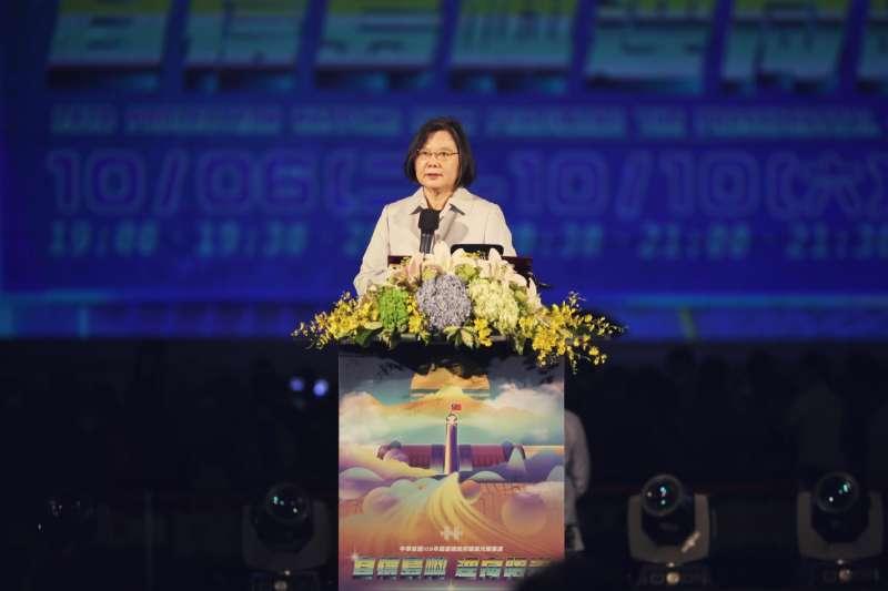 20201006-為慶祝中華民國109年的國慶,總統蔡英文6日晚出席「109年國慶總統府建築光雕展演」。(文總提供)