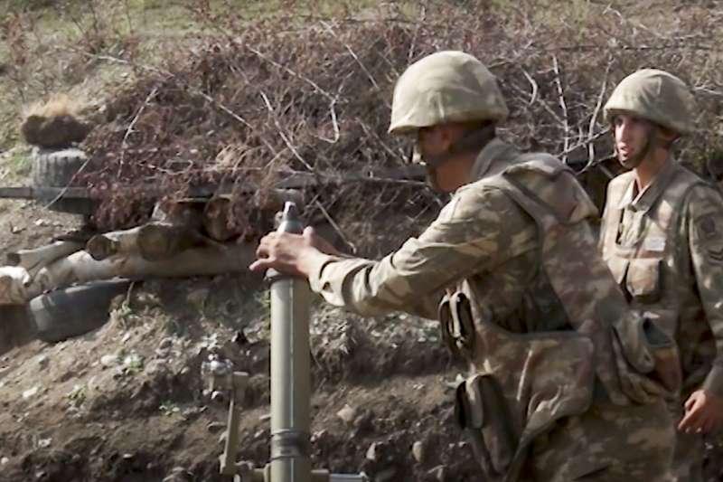 2020年9月,亞美尼亞與亞塞拜然為納哥諾卡拉巴克(納卡)交火,圖為亞塞拜然軍人(AP)