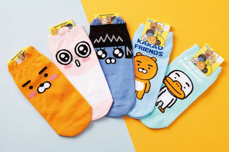 20201007-【韓襪風潮】KAKAO FRIENDS直版襪。(資料照,寶雅提供)