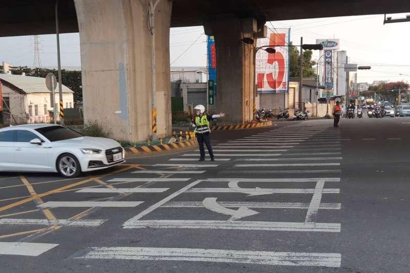 台中市警察局交通隊針對雙十節連續假日,對於市區重點路段,進行相關管制疏導措施。(圖/台中市警察局提供)