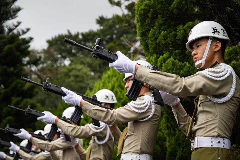 再過幾天就是雙十國慶,不過在國慶大會登場前的今天也是前總統李登輝的奉安禮拜,都為軍方本周的重中之重。(取自軍聞社)