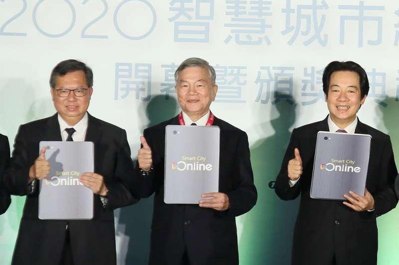民進黨目前浮出檯面的接班人選中,賴清德(右)與鄭文燦(左)都屬黨內第一大派系新潮流。(柯承惠攝)