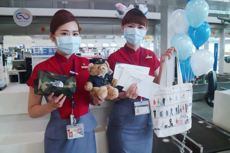 指揮中心宣布即日起提升華航航空機組員之檢疫措施規格及配套措施,包括提升檢疫規範、安排採檢等。(資料照,華航提供)