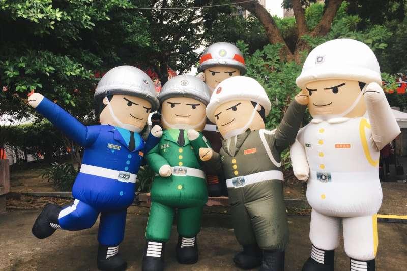 空軍人型氣偶熱舞開場(圖/新北市文化局提供)