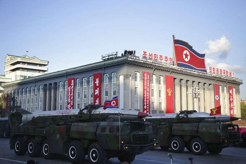 北韓建國70週年大閱兵展示的彈道飛彈。(美聯社)