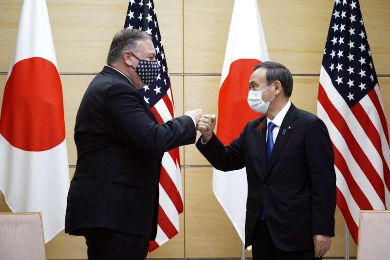 美日關係,美國國務卿與日本首相菅義偉。(美聯社)
