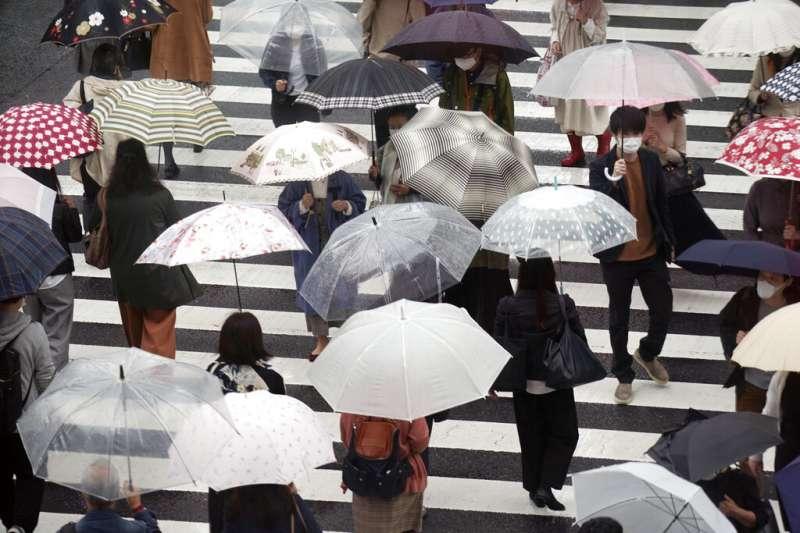 颱風烟花23、24日影響台灣最大,各地區嚴防大雨。(美聯社)