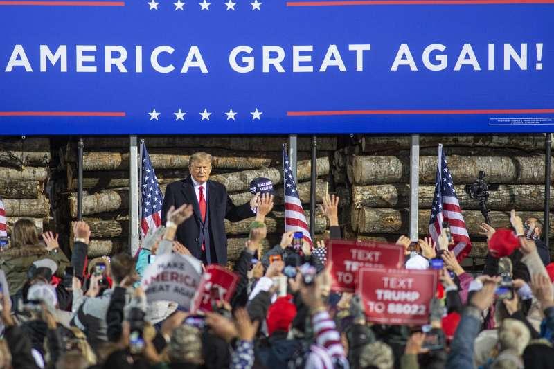 美國總統大選:川普與支持者(AP)