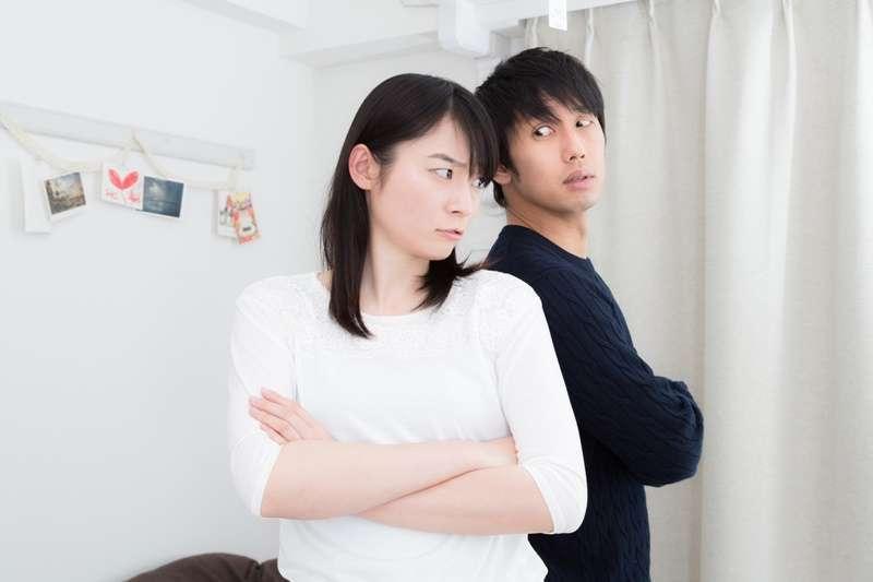 當關係中的另一半是自戀者時,人們的親密關係似乎總是陷入同一種模式…(圖/大川竜弥|たけべともこ@pakutaso)