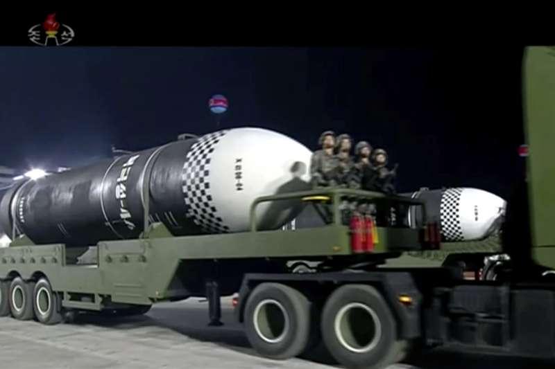 2020年10月10日,北韓(朝鮮)慶祝勞動黨成立75周年,於凌晨舉行閱兵式,首度公開一種新型洲際彈道飛彈(AP)
