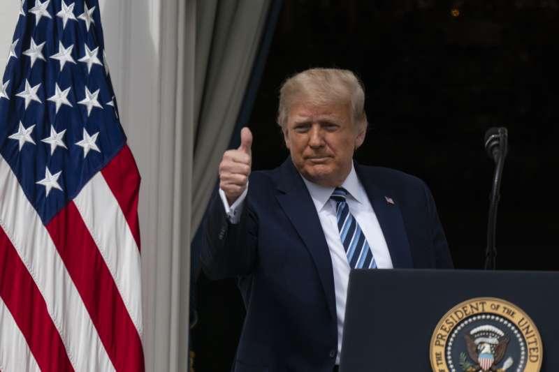 2020年10月10日,美國總統川普進行確診後的首場公開活動(AP)