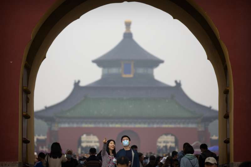 作者指出,現在的中國,已經是高居世界第二位的經濟大國。然而,除了一部分特權階級以外,幾乎大多數的中國人,都無法享受幸福。圖為北京天壇。(資料照,美聯社)