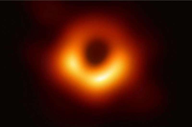 羅傑・潘洛斯因其在奇點方面的研究而被授予諾貝爾物理學獎。(BBC中文網)