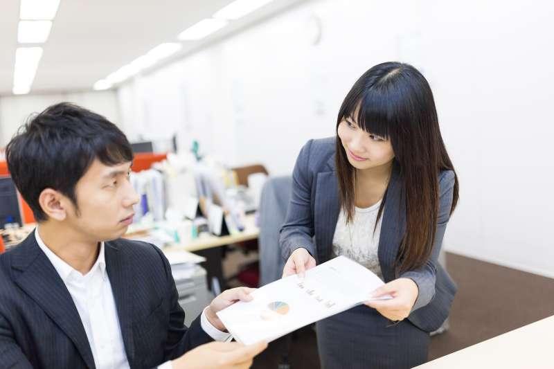 辦公室戀情可以談嗎?(示意圖/pakutaso)
