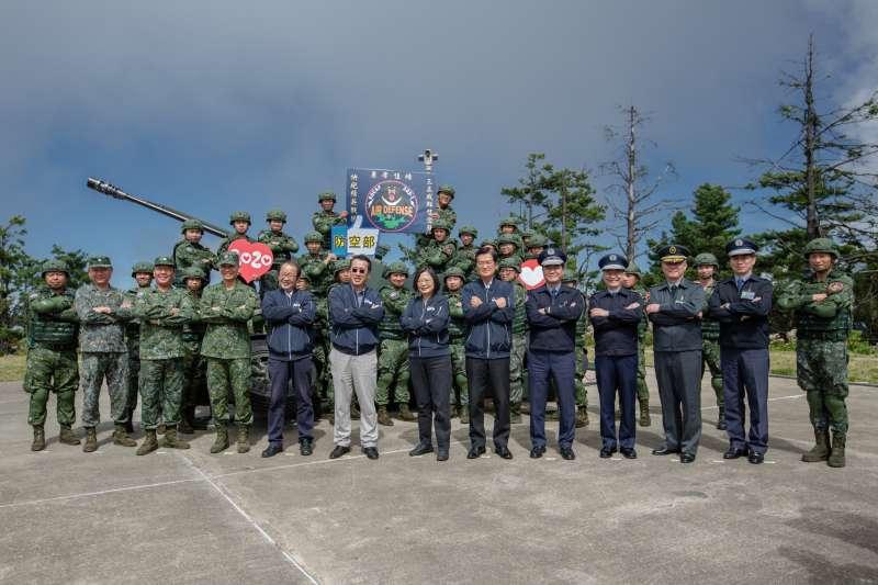 20201013-總統蔡英文13日赴新竹五峰視導空軍防空暨飛彈指揮部。(總統府flickr提供)