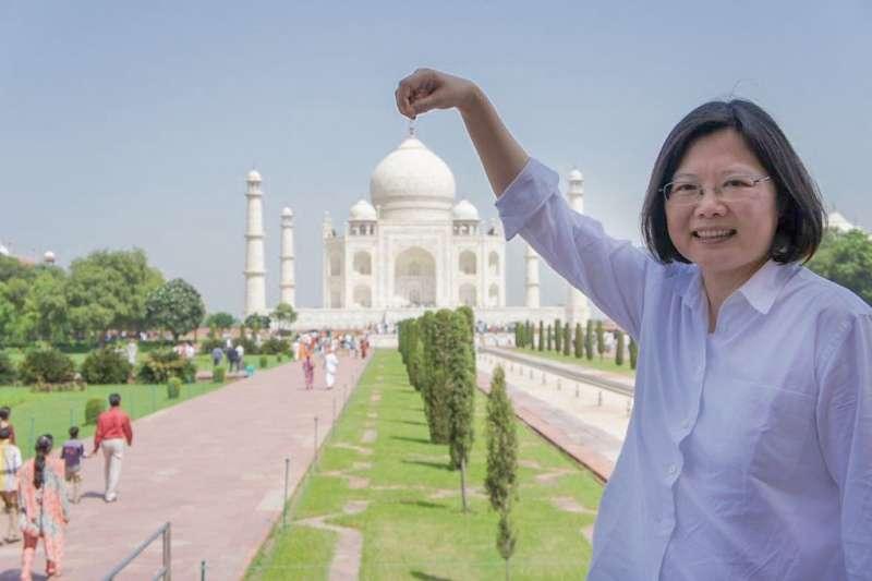 總統蔡英文曾在社群媒體貼出執政前訪問印度的照片,發文問候印度網友。(取自蔡英文 Tsai Ing-wen推特)