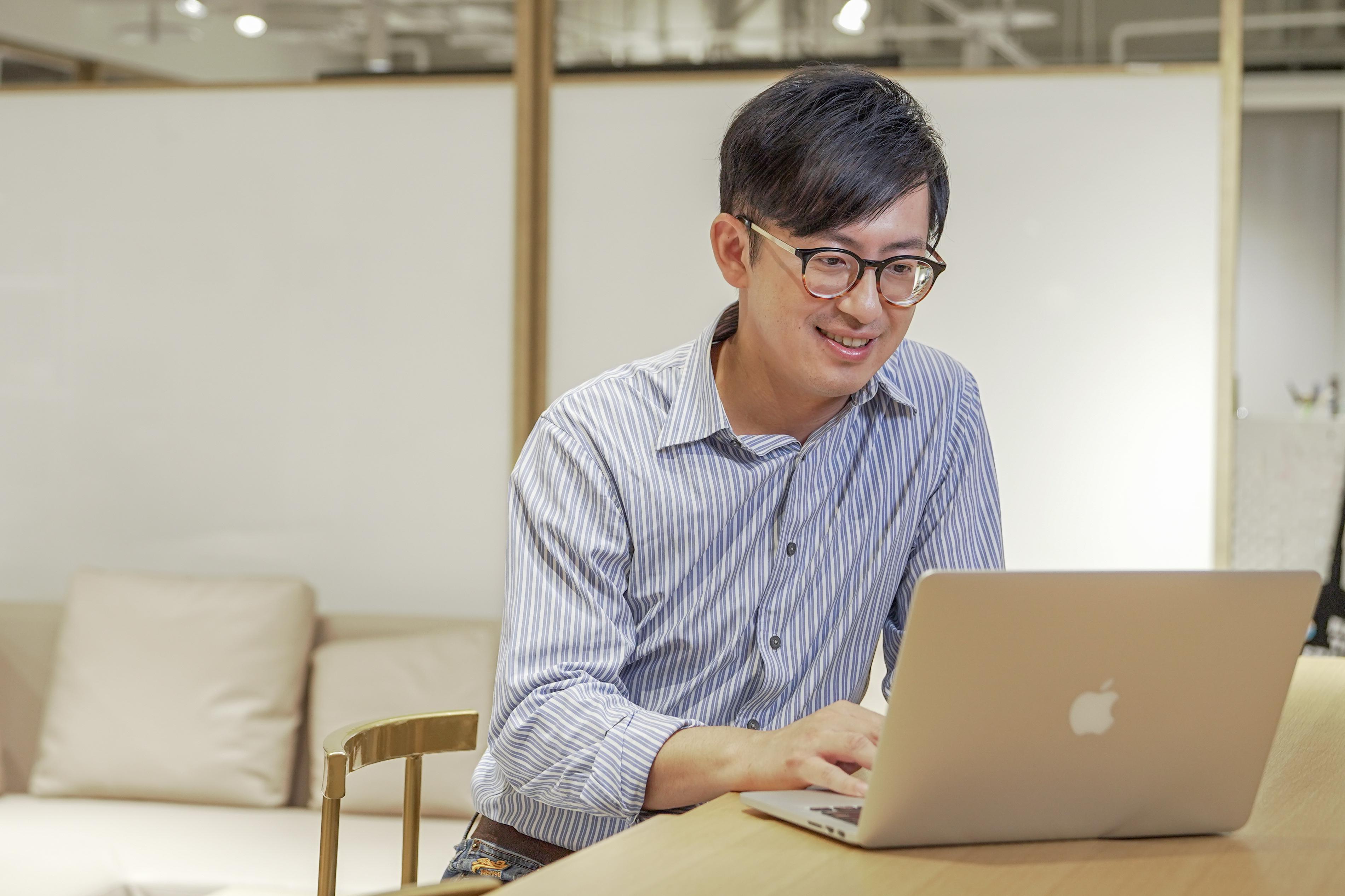現任新北市安溪國中老師吳俊叡從成大工業設計畢業後發現,厲害的設計作品是為了改變人類的生活,但其實教育才能真正為人類帶來改變,便毅然決然投入教職工作。