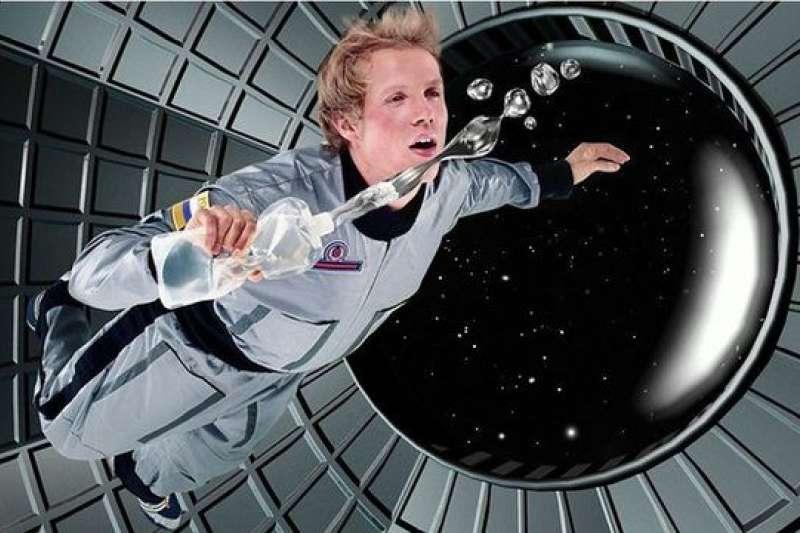 在太空中開碳酸飲料會怎樣?(BBC中文網)