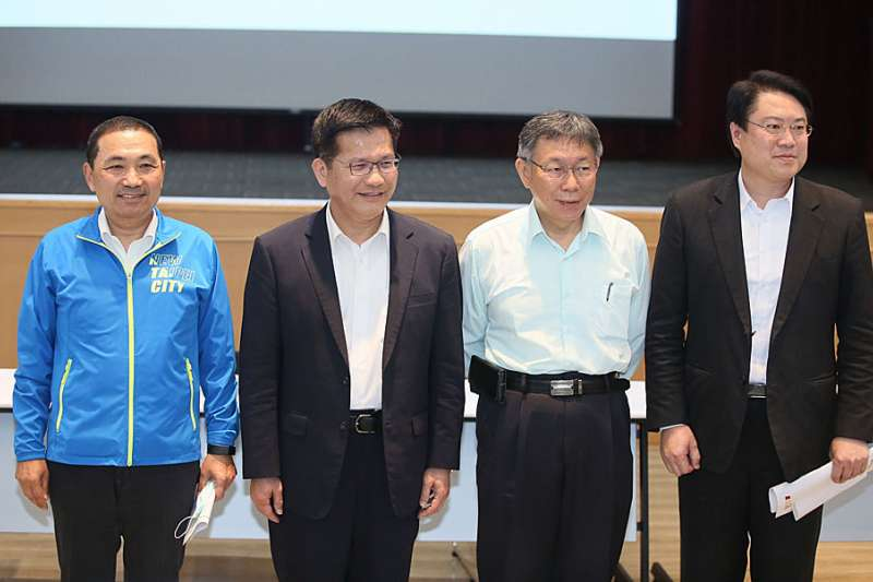 侯友宜、林佳龍、柯文哲、林右昌(由左到右)開協調會,討論基隆軌道建設。(柯承惠攝)