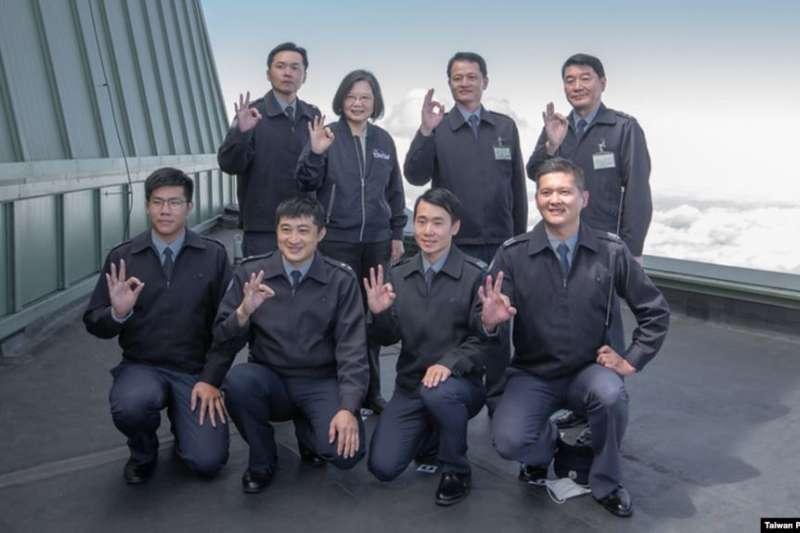 台灣總統蔡英文10月13日前往樂山雷達站視察空軍偵蒐預警中心。(圖/台灣總統府網站)
