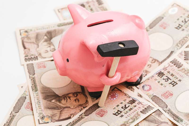 絕大多數人之所以存不了錢,可能就是誤觸了「理財地雷」。(示意圖/pakutaso)