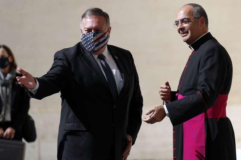 教廷明確表示,教宗拒絕接見龐佩歐(左),是因為不想淪為美國總統大選的工具。(美聯社)