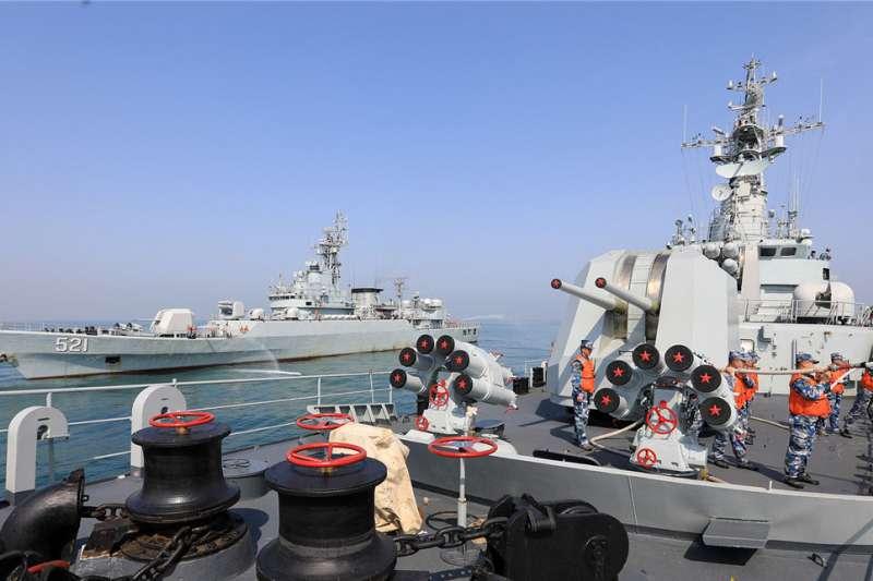 《2020中國軍力報告》中指出,中國軍力正急起直追美軍,預估未來10年內中國軍力還會快速成長。(翻攝自中國軍網)