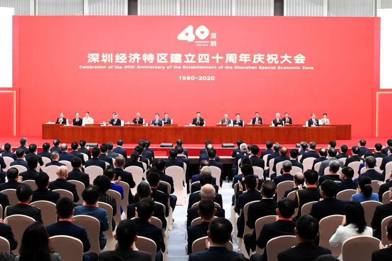 面對「動蕩」的國際局勢,中國國家主席習近平10月14日在廣東深圳表示,進入新發展階段的中國將繼續深化改革、全面擴大開放。圖為習近平出席深圳經濟特區40週年慶祝活動(AP)