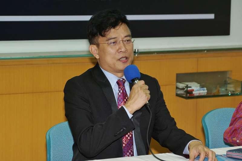 20201014-媒體人彭文正14日上午出庭後召開記者會。(盧逸峰攝)