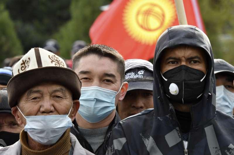 2020年10月,中亞吉爾吉斯選舉爭議引爆反政府示威,總統熱恩別科夫(Sooronbai Jeenbekov)被迫辭職(AP)