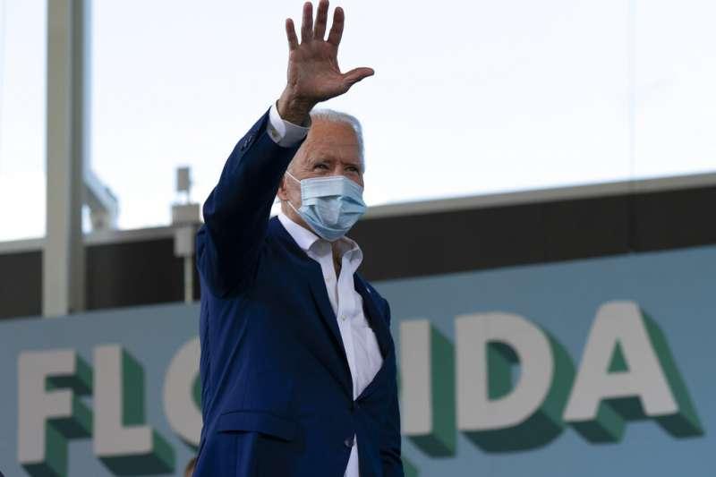 美國民主黨總統候選人拜登13日造訪佛羅里達州。(美聯社)