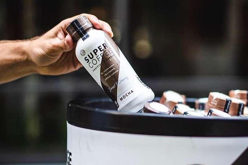 「超級咖啡(Super Coffee)」的銷量是星巴克罐裝咖啡的三倍。(圖/取自臉書Super Coffee)