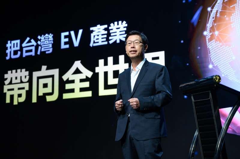 鴻海董事長劉揚偉於首屆「鴻海科技日」發表命名為MIH的開放平台,宣告進軍電動車領域。(鴻海提供)