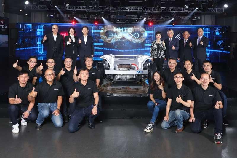 鴻海科技集團於今(16日)上午10時18分舉辦首屆「鴻海科技日」(HHTD),對外發表命名為MIH的 EV軟硬體開放平台與關鍵零組件等相關技術,宣告集團已經準備好正式進軍電動車領域。(鴻海提供)
