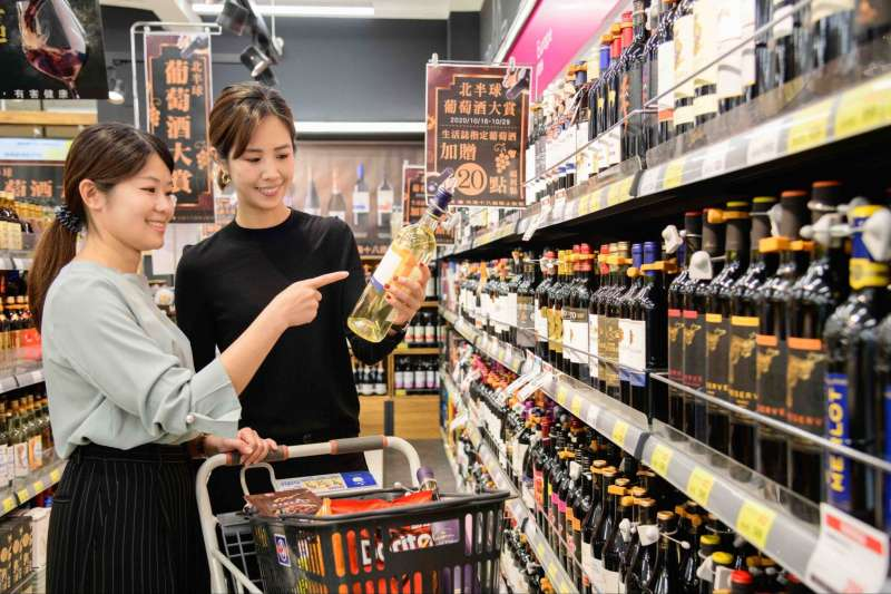 全聯福利中心自2015年強化紅白酒專區以來,業績連續4年維持雙位數成長。(全聯提供)【飲酒過量,有害健康】