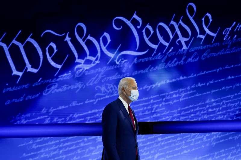 民主黨總統候選人拜登2020年10月15日至費城國家憲法中心(National Constitution Center)參加鎮民大會。(美聯社)