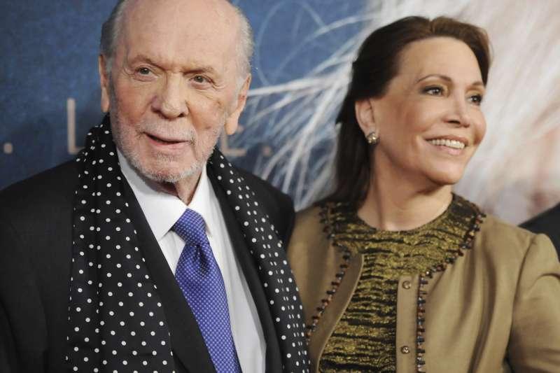 音樂劇《悲慘世界》英文版作詞人克雷莫茨(左)與妻子(資料照,AP)