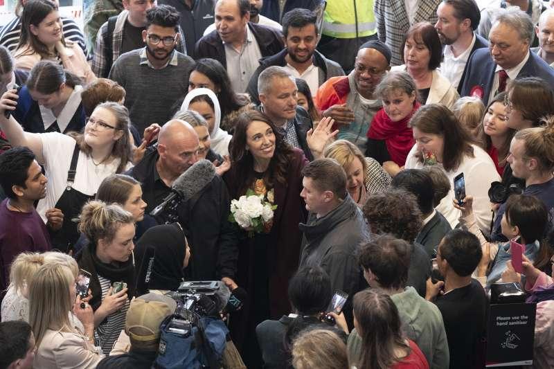 2020年10月17日,紐西蘭舉行國會選舉,總理雅頓(Jacinda Ardern)獲得壓倒性勝利(AP)