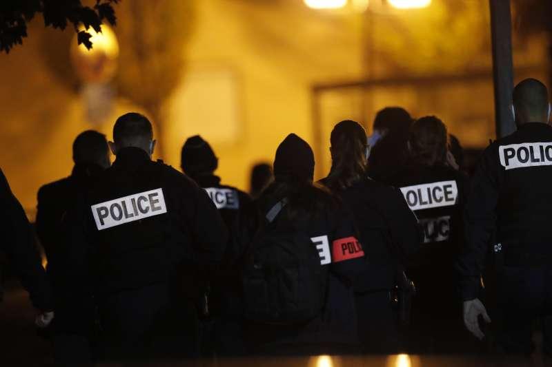 2020年10月16日,法國發生中學教師疑似因宗教爭議遭學生「斬首」的慘劇(AP)