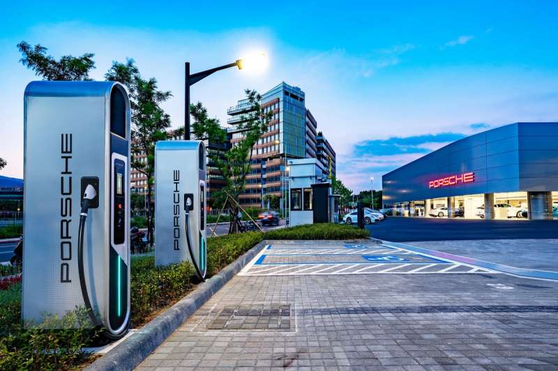 台灣保時捷已完成台北、新北、桃園及高雄保時捷中心等地的Porsche Turbo Charging高速充電站建置。(台灣保時捷提供)